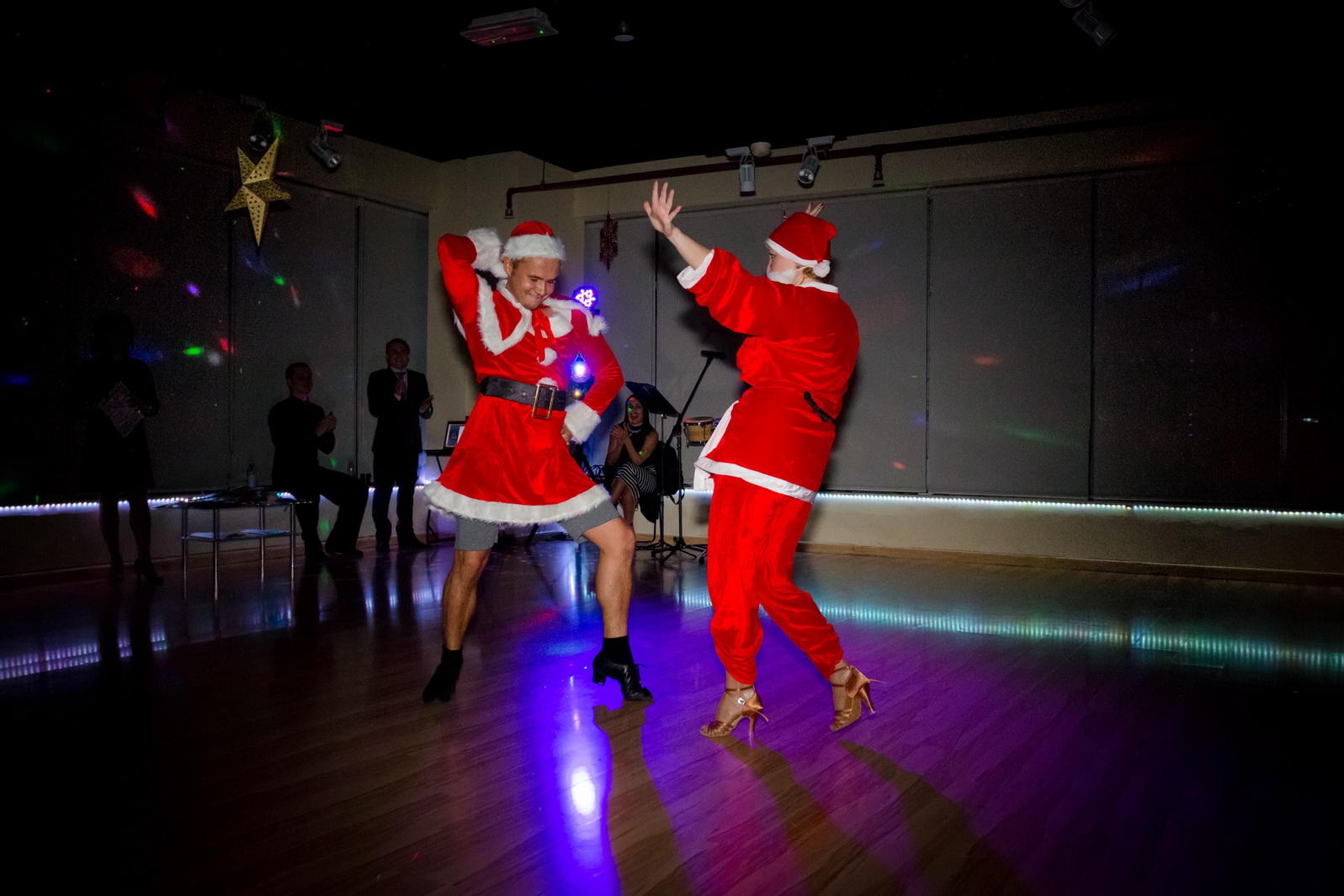 X-Mas dance couple Santa and Mrs. Claus