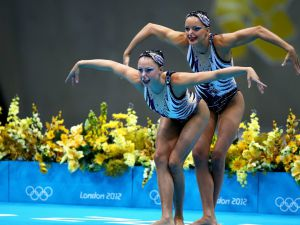 Synchronized-Swimming-02