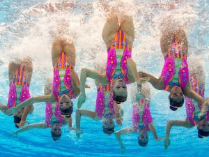 Synchronized-Swimming-09